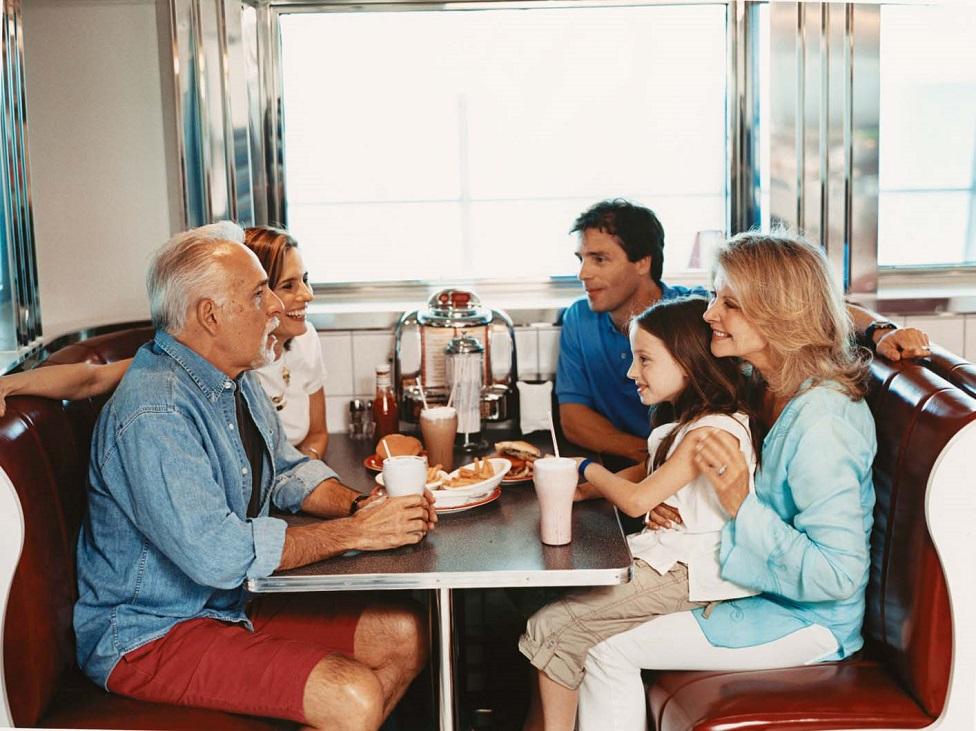 Los encantos de viajar con tus padres adultos
