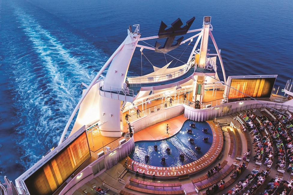 ¿Qué servicios o atracciones hay que reservar en el barco antes del viaje?